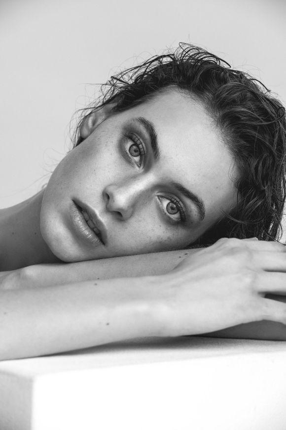 Julia Leineweber by Sebastian Brull