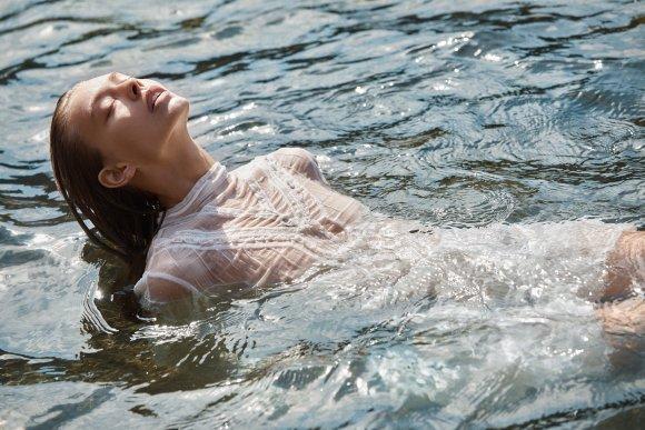 Ondria Hardin by Christopher Ferguson for Elle Mexico
