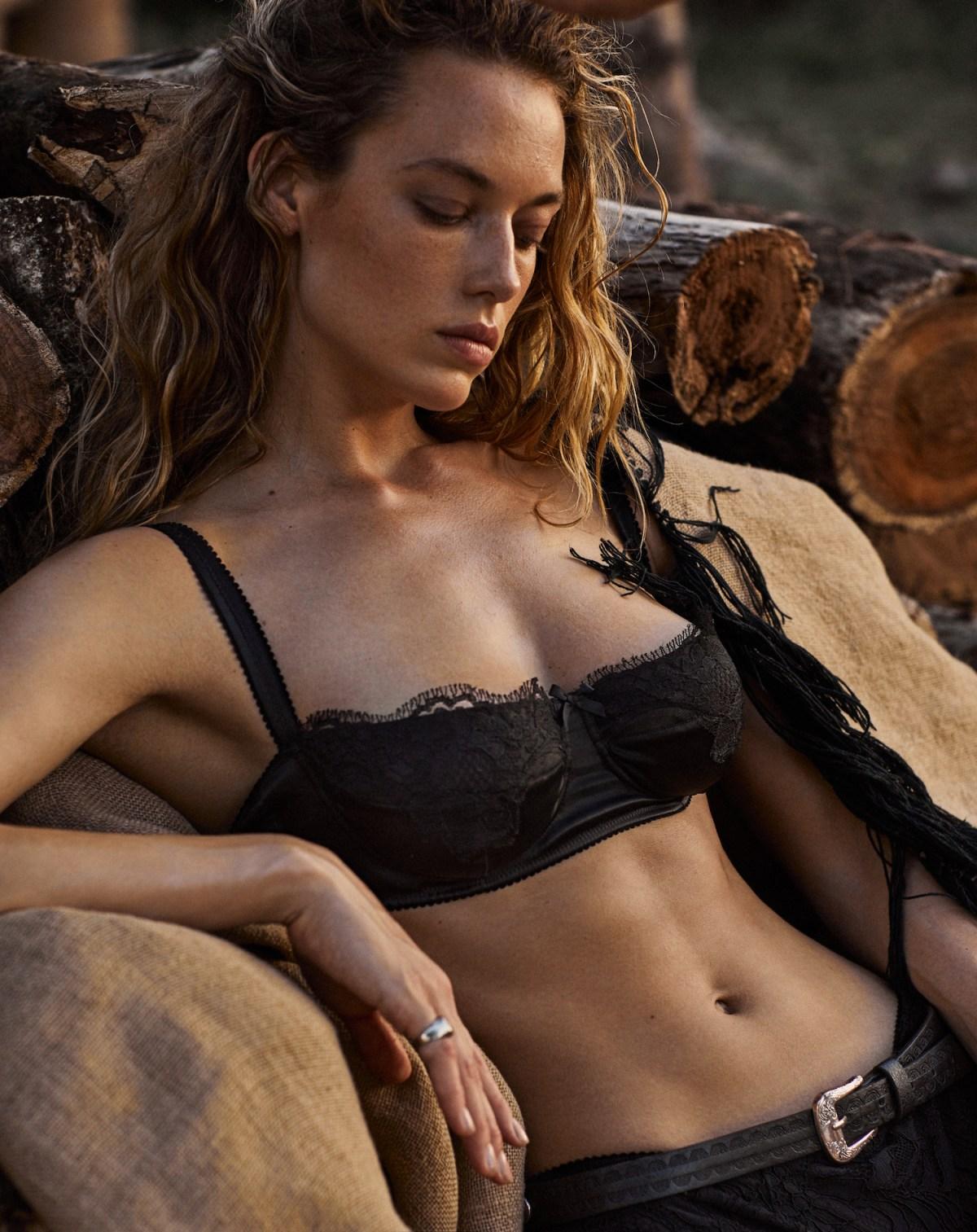 Hannah Ferguson by Xavi Gordo for Vogue Mexico