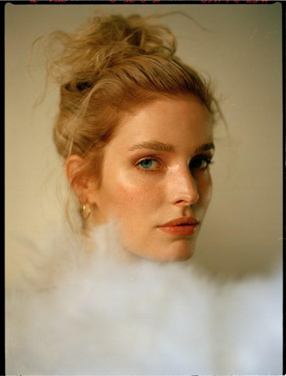 Alisa Ahmann by Lina Tesch