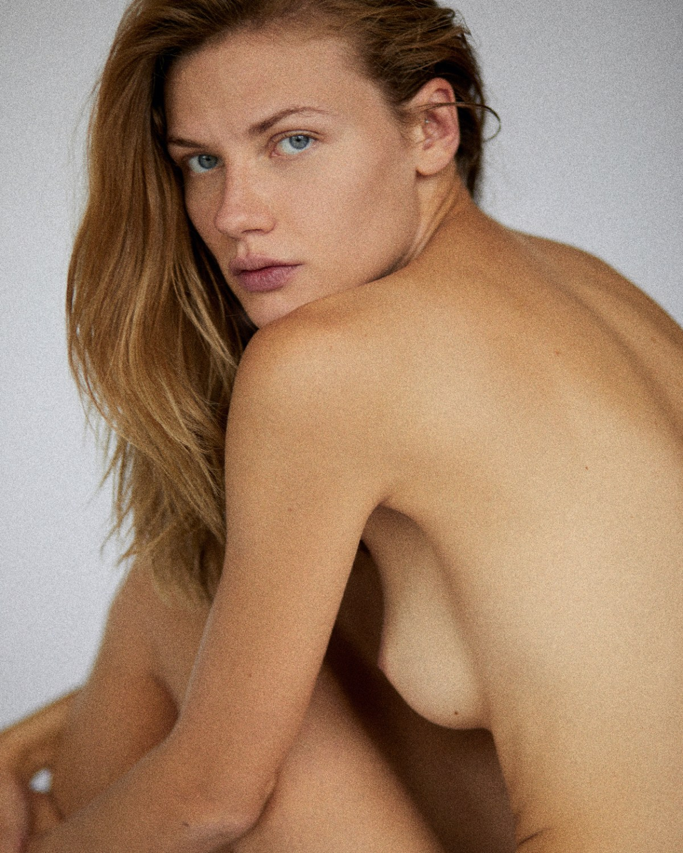 Polina Grosheva by Vladimir Bendosenko