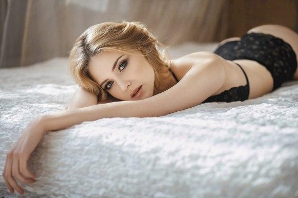 Alena Karpova by Maxim Makarov