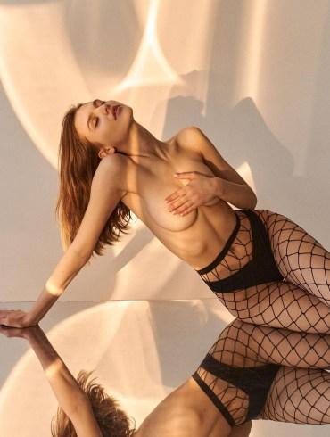 russian-girl-fishnets