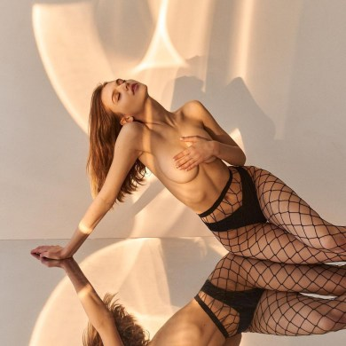 russian-girl-fishnets
