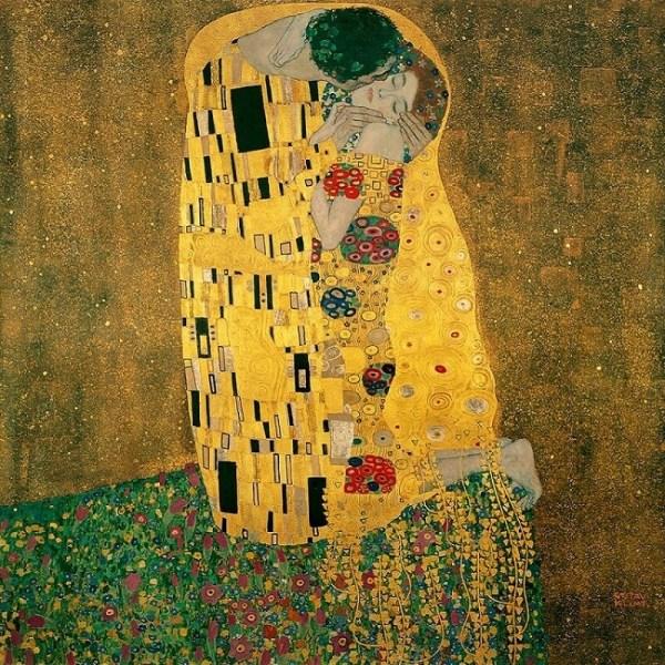 Gustav Klimt famous kiss painting  two couple romantic kiss