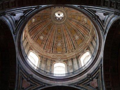 К куполу базилики можно подняться по 114 ступеням