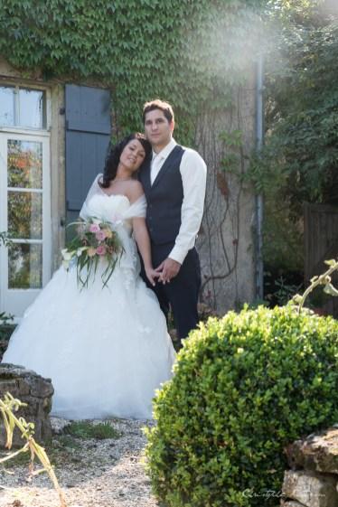 Mariés près de la maison