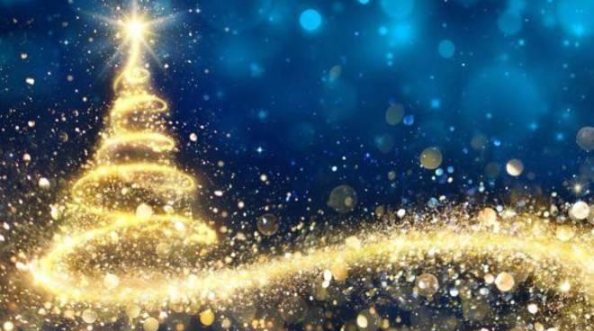 Visualizza altre idee su natale, luci, sfondo natalizio. Sorrento Natale 2019 L Accensione Delle Luminarie Il 22 Novembre E La Foto In Anteprima Dell Albero Acceso Positanonews