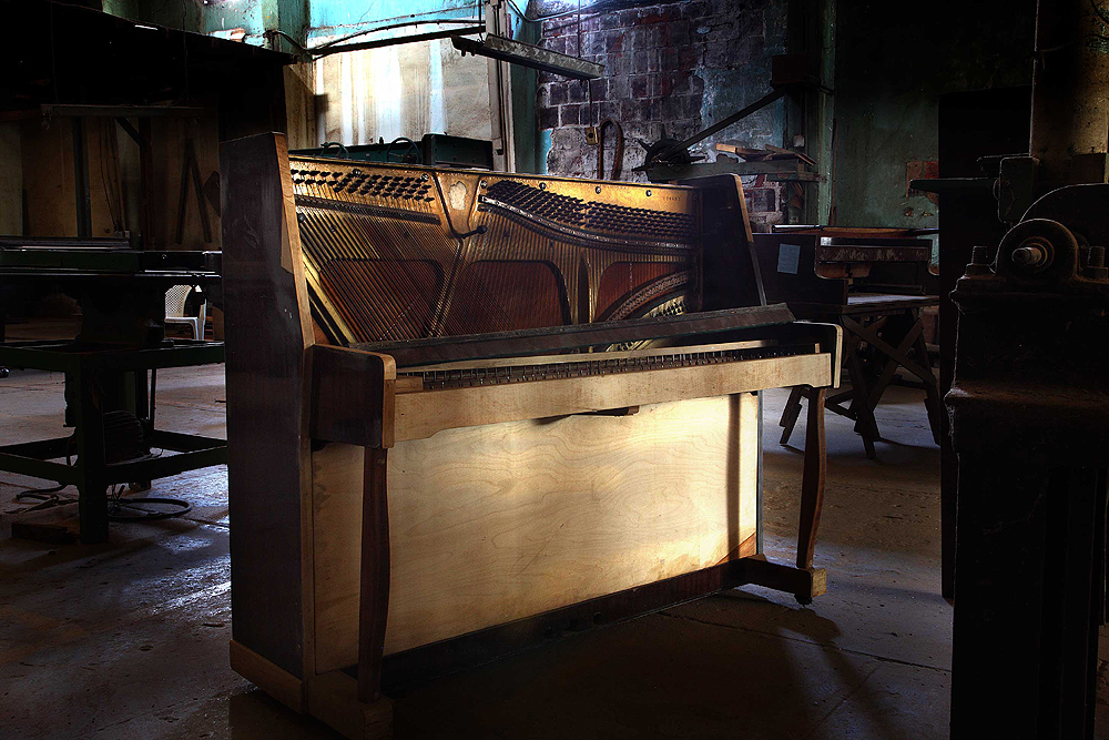 08-upright-piano
