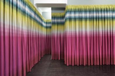 Olaf Nicolai, Warum Frauen gerne Stoffe kaufen, die sich gut anfühlen, 2010, Ausstellungsansicht / exhibition view Galerie EIGEN + ART Berlin