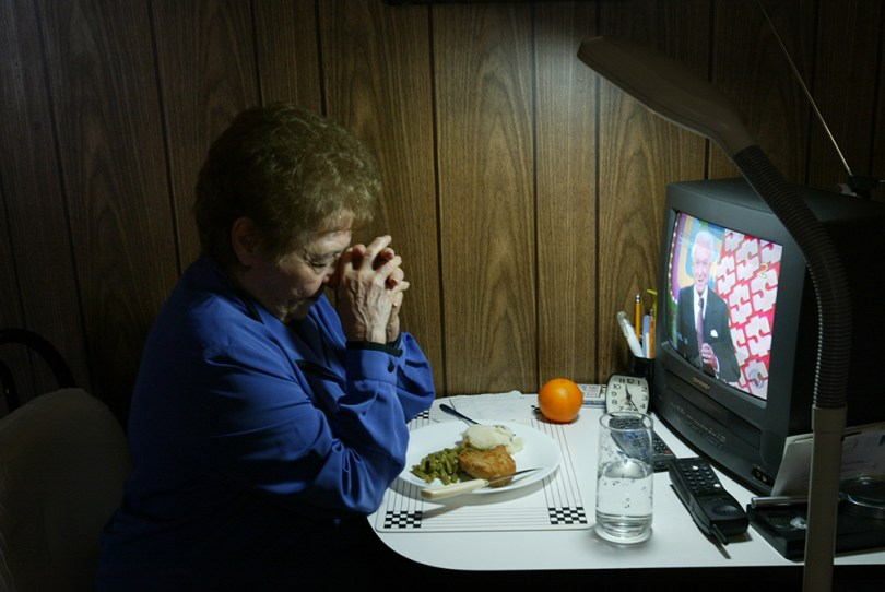 3/2//04/bronxwn ny/met / Meals/- Esther Grodman in her apartment with dorothy abad who delivered her meals on wheels--- -- also Marge Marcone praying(saying grace ) over her meals on wheels after it was delivered to her door (-James Estrin/The New York Times)