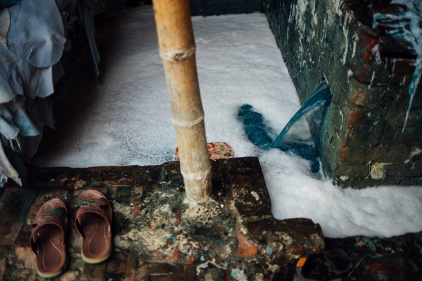 The bleaching process that the hides undergo taints the wastewater a distinctive blue colour. The water containing toxic compounds runs through open sewers where it mixes with human waste, and animal fat left over from disposed carcasses.