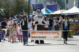Clo The Cow Leading The Butter & Egg Days Parade