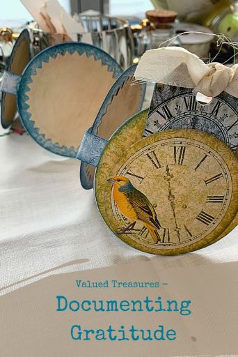 Valued Treasures - Documenting Gratitude with a circle accordion journaling spot - learn how to make this!