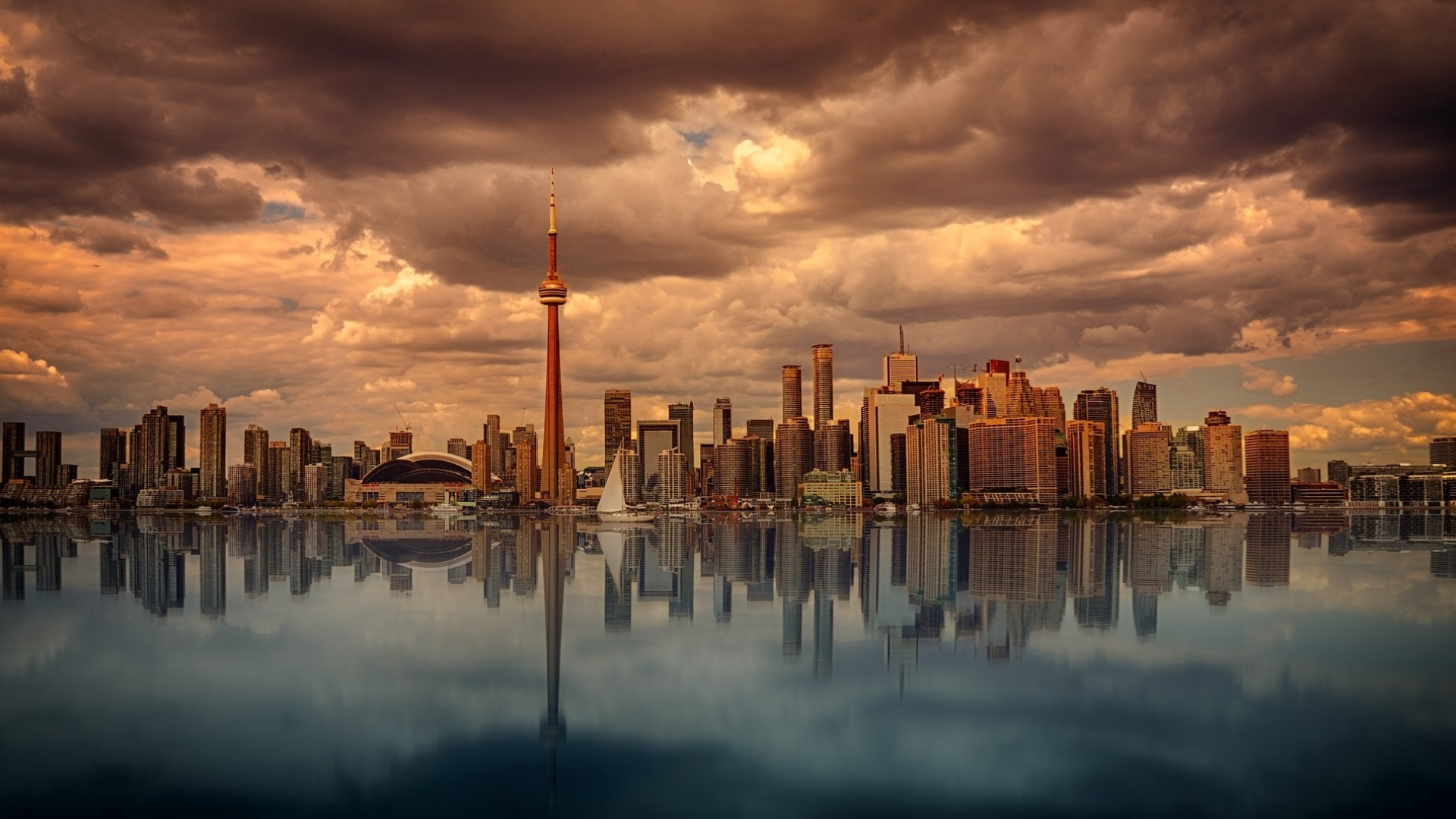 Toronto skyline on a cloudy day