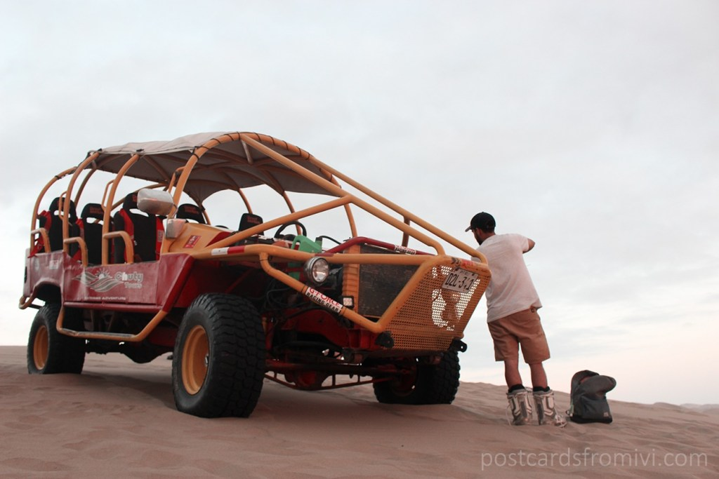 Tour of buggies and sand-board in Huacachina