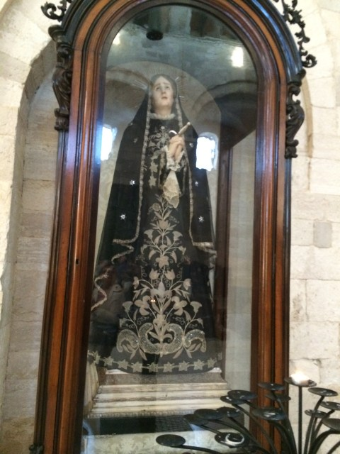 Trani cathedral-statue-Photo Victoria De Maio
