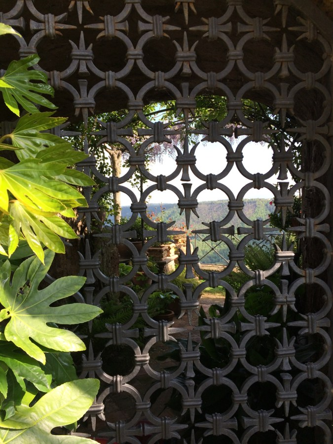 Civita-di-Bagnoregio - view thru gate