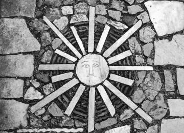 Ο περίπατος του Δημήτρη Πικιώνη στον Ιερό Βράχο