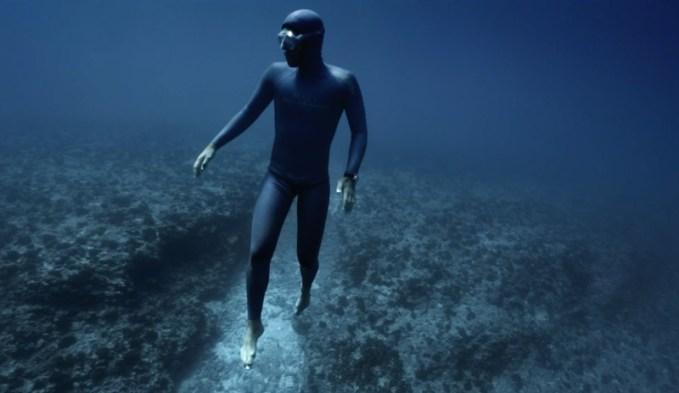 freediver-Guillaume-Nery-ocean-gravity