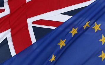 Έλληνες συλλέγουν υπογραφές για την παραμονή της Βρετανίας στην ΕΕ