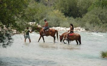 Οι παραδεισένιες πηγές του ποταμού Αχέροντα