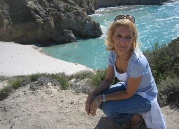Η Σοφία Δημοπούλου μιλά για τη «Zωή απέναντι» και τη δύναμη που μας κρατά όρθιους