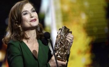 H υπέροχη Ιζαμπέλ Ιπέρ παίρνει το βραβείο Σεζάρ 2017