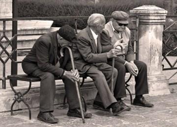 Τα ανίσχυρα γηρατειά: Σπαρτιάτες, Αινείας και… πελαργοί