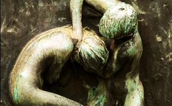 Ο λόγος στα θύματα ενδοοικογενειακής βίας: «Όχι, η αγάπη δεν οδηγεί στην αφαίρεση της ανθρώπινης ζωής»