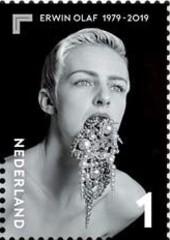 Erwin Olaf - 40 jaar fotografie - 1986 Squares - Pearls