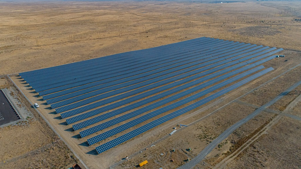 Over 11,000 photovoltaic panels ready to generate clean energy in Washington State.