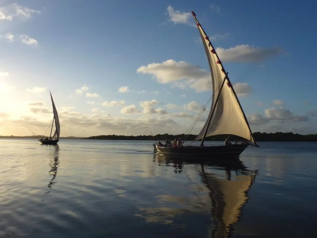 Dhows in Lamu. Image from https://captainsblogafrica.wordpress.com/2012/09/20/captains-log-20-september-2012-celebration-in-lamu-40-years-of-marriage-to-my-lovely-wife-cher/