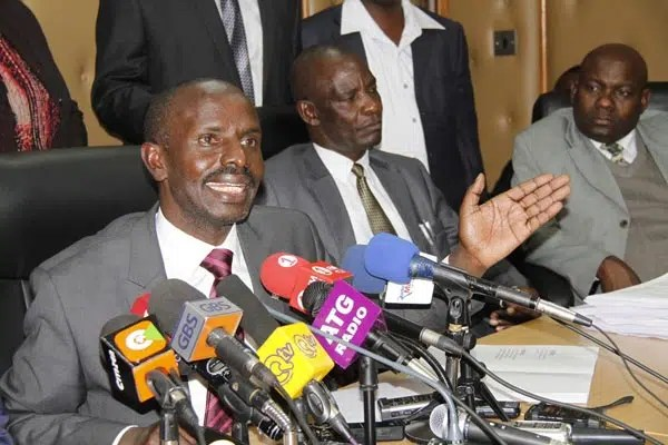 KNUT Secretary-General Wilson Sossion (left) and his deputy Charles Katege (centre). Image from Daily Nation http://ow.ly/SvNZD