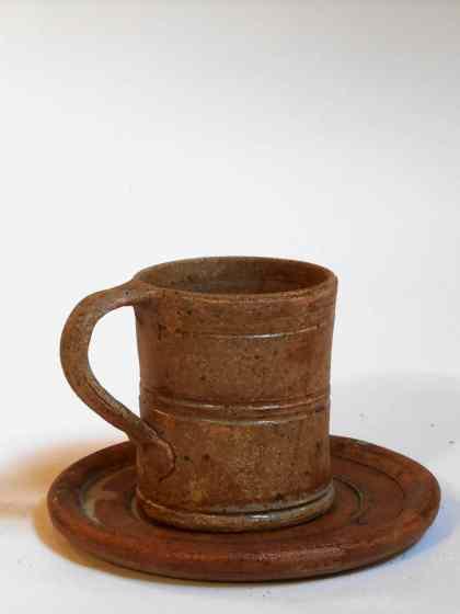 Tasse fine et sous tasse marron