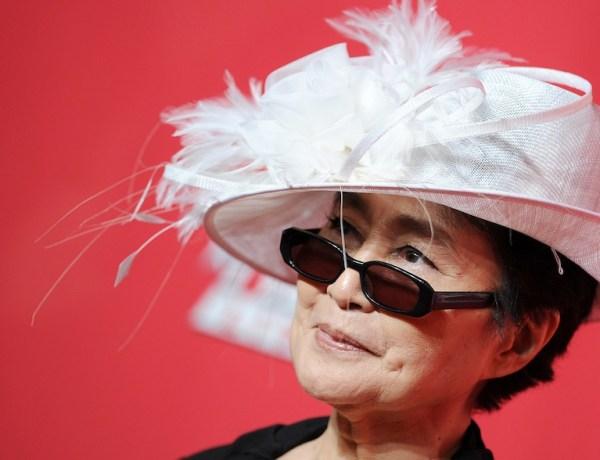 Yoko Ono : Une collection de vêtements plutôt culottée !