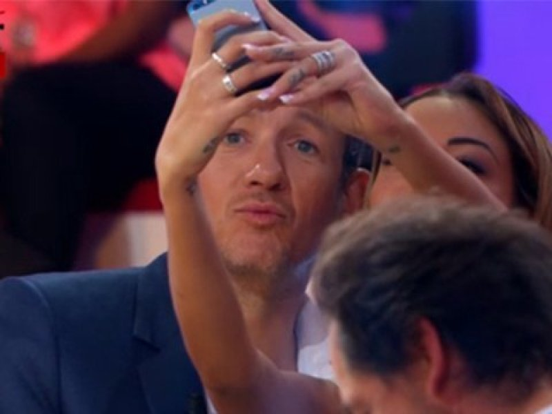 Quand Dany Boon ironise l'affaire Nabilla, Twitter s'insurge