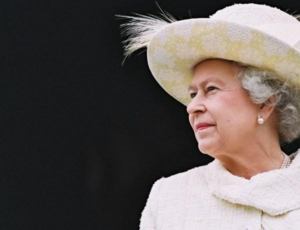 Elizabeth II échappe à un attentat