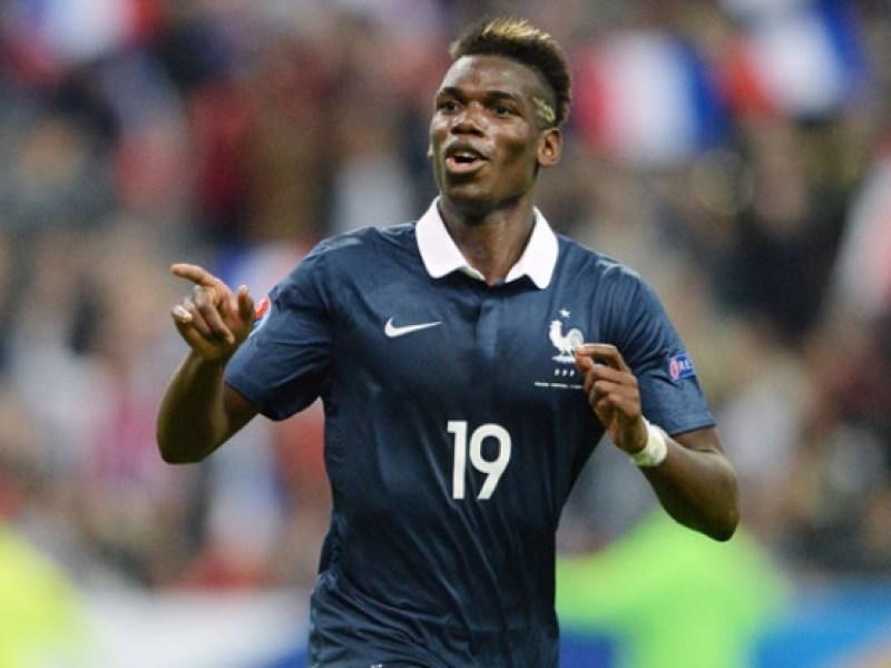 Euro 2016 : Paul Pogba partage un moment de complicité avec sa maman !
