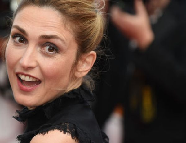 Julie Gayet surprise au défilé contre le Front national : La photo buzz