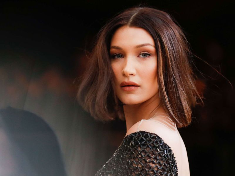 Fashion Week : Bella Hadid défile seins nus…