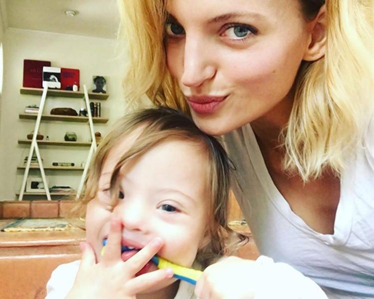 Avec son fils trisomique, elle fait la couverture de Vogue — Amanda Booth