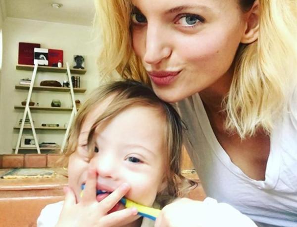 Amanda Booth craquante en couverture de «Vogue» avec son fils trisomique
