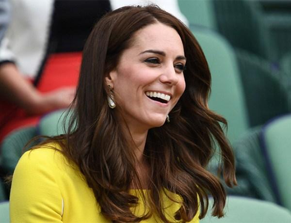 Kate Middleton dévoile son joli ventre arrondi, elle est radieuse !
