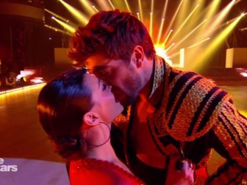 Danse avec les stars: Gros malaise après le baiser volé d'Agustin Galiana à Candice Pascal