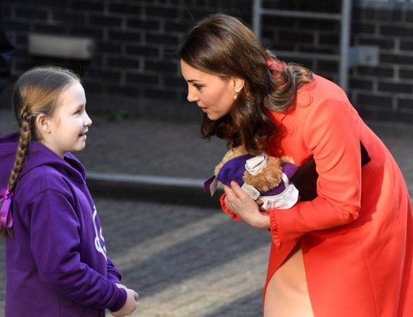 Kate Middleton aperçue sans sa bague de fiançailles : Le web s'enflamme