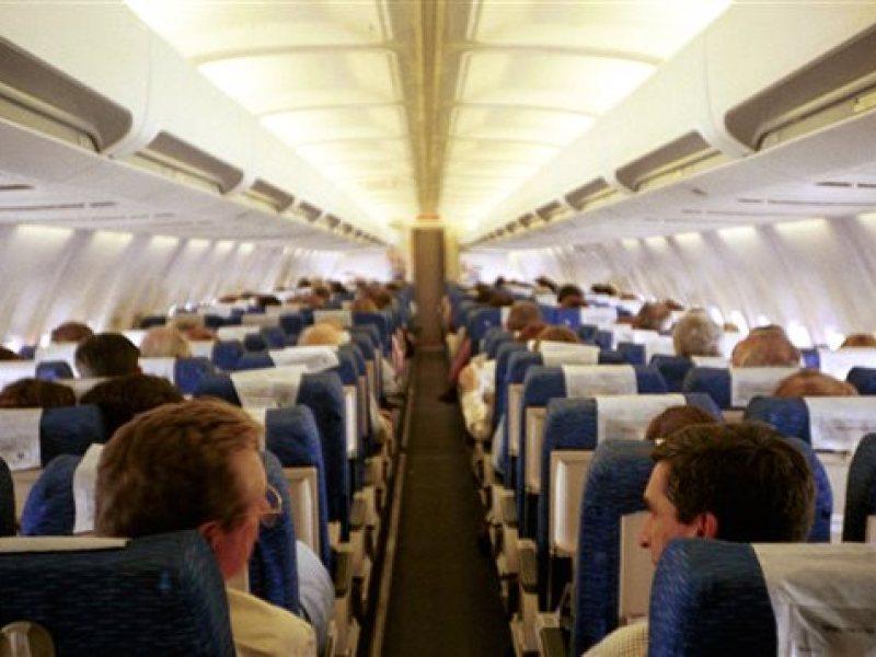 Une jeune femme débarquée d'un avion à cause de ses règles