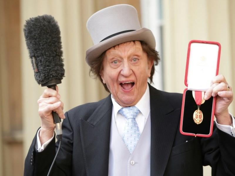 """Mort de Ken Dodd, """"légende de la comédie"""" britannique"""