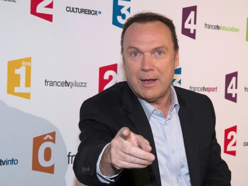 """""""Questions pour un champion"""": Julien Lepers réclame 3,4 millions d'euros devant les prud'hommes"""