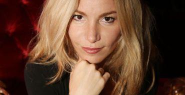 Lola Marois explique pourquoi elle a une dent contre Karine Le Marchand et en rajoute une couche !